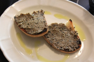 Bruschette with black truffle spread 8€